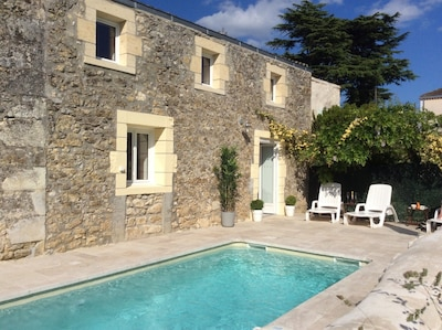 La Porte Bleue cottage with sparkling pool