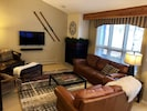 """Relax and Recharge. 4K 55"""" SmartTV, Netflix, SONOS, 100 DVDS & a cozy fireplace."""