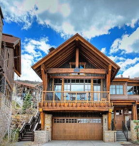 Front view of Silver Star Cottage 12