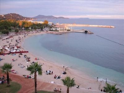Vue de la terrasse sur les plages du Mourillon a Toulon