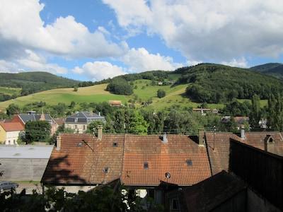 Vue d'en haut (du pan de montagne) de la vue générale du quartier.