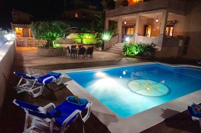 Exclusiva villa con piscina privada, barbacoa exterior y salon de juegos 13 p.