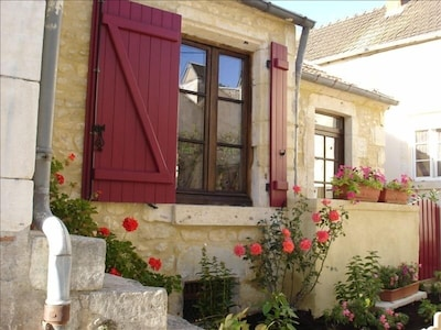 Private stone cottage in the village of La Charité on the Loire!