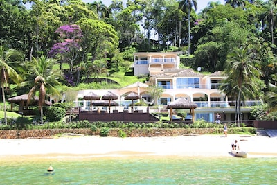 Maravilhosa casa pe na praia, Vila velha . - 8 quartos sendo 4 - suites