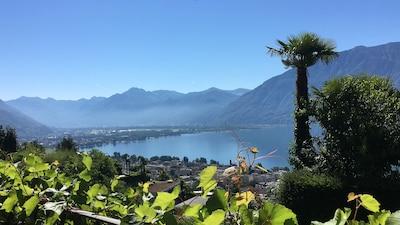 Aussicht von der Veranda auf den Lago Maggiore und nsch Bellinzona