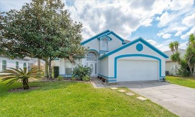 Modern, spacious villa in great neighborhood, just 10-15 minutes from Disney.