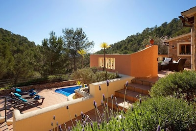 Villa Magdalena - Outside terraces, swimming pool and mountain views