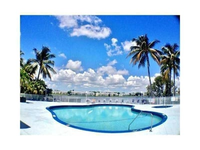 Lake Apartment 5 miles from Fort Lauderdale Beach