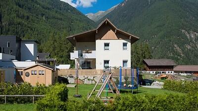Ferienwohnung Frischmann mit eigenem Spielplatz (Schaukel, Trampolin, Fussball.)