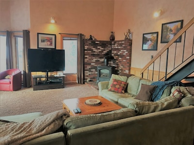 Huge TV with many Cable stations/Gas fireplace!