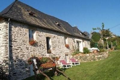 Maison Du 18éme Rénovée Dans Village Calme, pour repos & détente