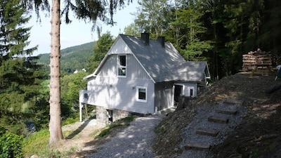 Luxuriöses Ferienhaus in Alleinlage am Berg/ Waldrand