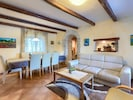 Tabelle, Möbel, Bilderrahmen, Eigentum, Couch, Azurblau, Wohnzimmer, Zimmerpflanze, Beleuchtung, Interior Design