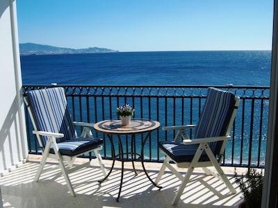 Encantador apartamento, 1línea de playa, magníficas vistas panorámicas, parking