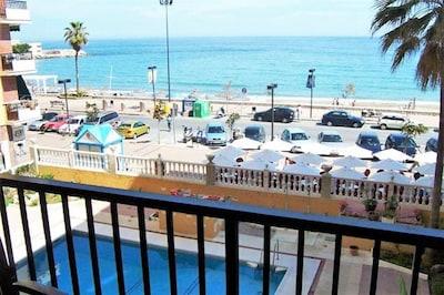 Apartamento frontal al mar con piscina. TV satélite, Wifi, Aire Acondicionado