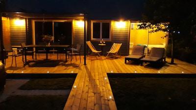 maison  et terrasse en bois en toute intimité