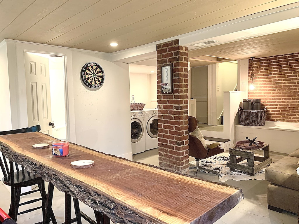 Games room, darts, tv, Pilates/yoga mats weights and excercise bands, Laundry.