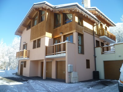 4 Bed/4 Bathroom chalet with fabulous mountain views                      s