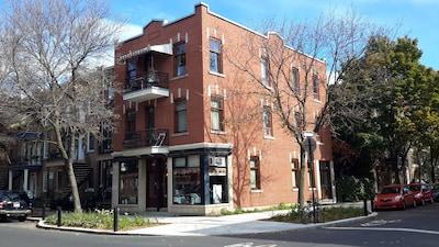 Laurier Avenue, Montréal, Québec, Canada