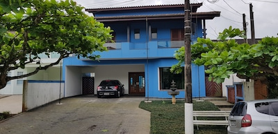 Casa 3 quartos, Piscina, Churrasqueira, Ampla e confortável.