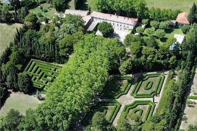 Vue aérienne de la maison et du jardin