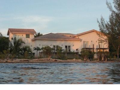 Queens Bath, North Palmetto Point, Central Eleuthera, Bahamas