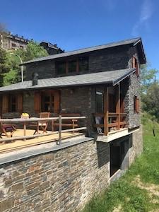 Bonita y acogedora casa de hasta 7 ocupantes en La Molina sol y vistas.