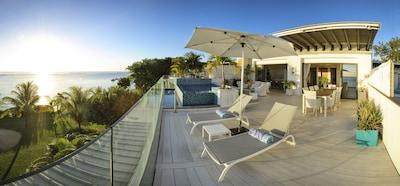 La terrasse de 89 m2 avec 'dip pool'