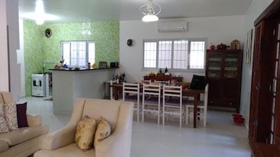 Linda Casa na Praia de São Lourenço - Próxima ao Mar - Acomoda até 12 pessoas