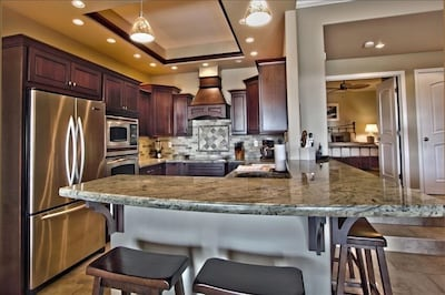 Elegantly upgraded kitchen with EVERYTHING you will need...