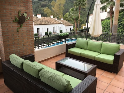 Luxury two-bed apartment right in Benahavis village