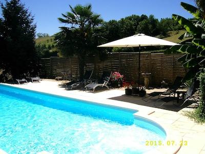 Cottage offrant de superbes vues et une piscine chauffée privée