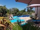 les terrasses autour de la piscine