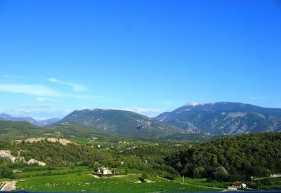 Vue de la terrasse en été...le Mont Ventoux, les Baronnies.