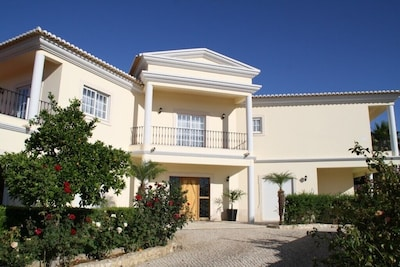 Luxury villa with 5 bedrooms and pool
