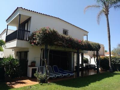 Playa De Las Americas:  villa en playa con jardín, Playa de las Ámericas