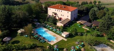 Casale toscano+parco+ piscina, vicino al mare, diretto dal proprietario