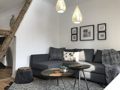 Wohnzimmer mit ausziehbarem Schlafsofa