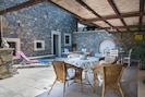 Terrasse avec grande table à manger