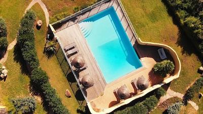 """La piscine vue du ciel! Vous remarquerez qu""""elle est parfaitement sécurisée"""