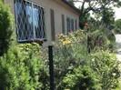 Vorderseite der Gartenwohnung Lenas  gegen Süden