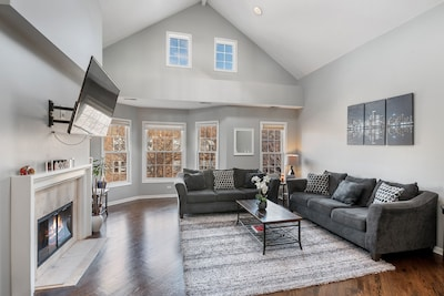 Immaculate & bright extra-wide open entertainment lofted living room