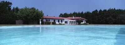 Vue de la Villa depuis la piscine