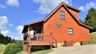 Perfect Location! 1 mile from Parkway 2bd 2ba Sleeps 6
