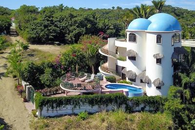 Beautiful Villa Poema de Amor perched above the Bay