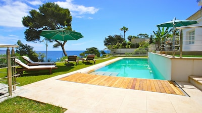 The pool area with a 14 m swimming pool and 4,5 m jacuzzi for up to 10 people