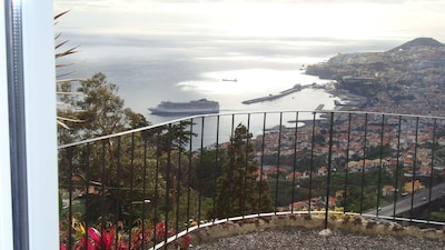Vue de l'amphithéâtre de Funchal et l'océan