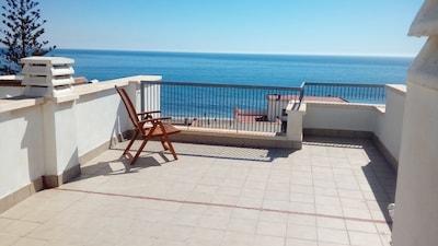 Apartamento con Azotea junto a la Playa