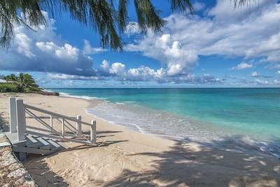 Cockburn Town Beach, Cockburn Town, Grand Turk, Turks and Caicos