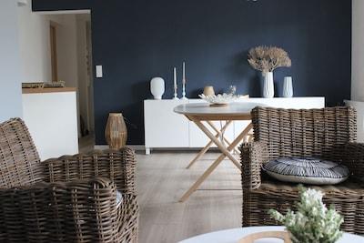 Salon- salle à manger lumineuse à la déco scandinave raffinée